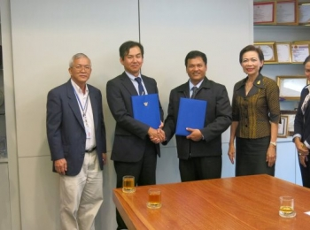 Sign MOU with Kanchanaphisek Technical College Mahanakorn, 2013